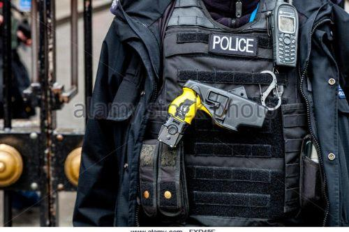 Bd04c3 british police officer with taser gun london england fxd45f