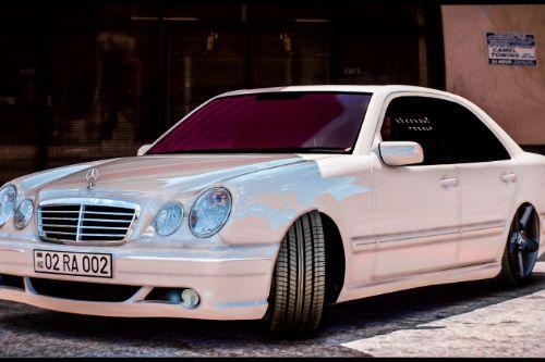 Mercedes-Benz E Class W210