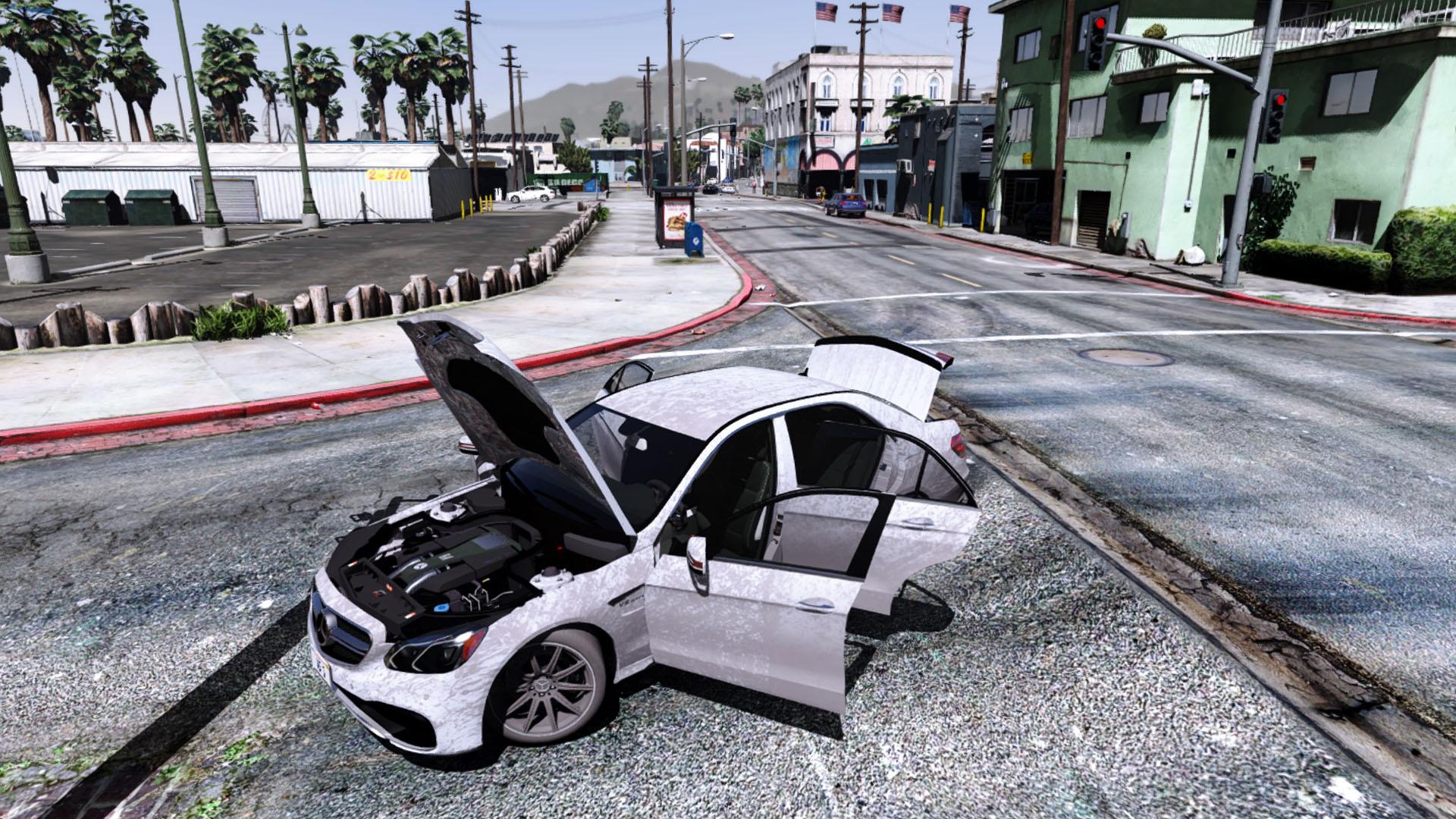 سيارة مرسيدس فى لعبة GTA V